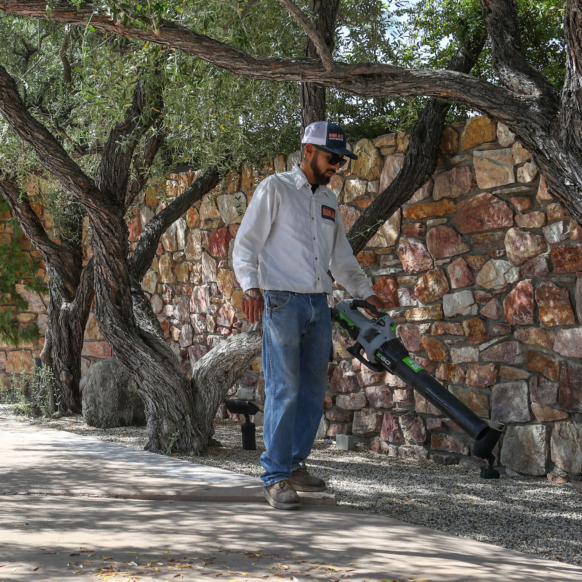Palm Springs' gas leaf blower ban to begin, but Latino landscapers say they were left out of process