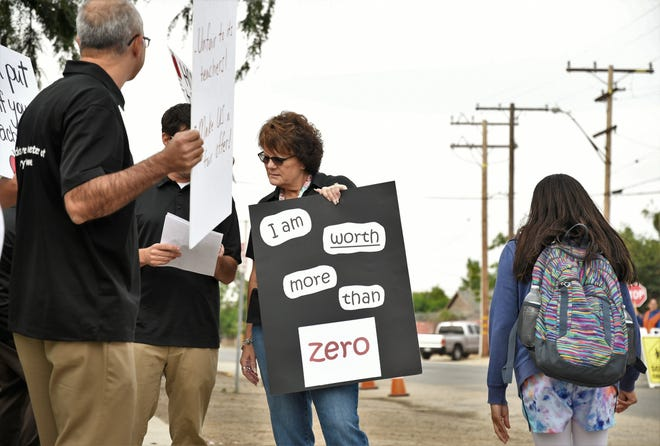 Earlimart School District teachers are picketing a 0% raised during negotiations with the school board.