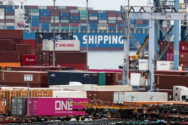A cargo ship of Chinese transport company Cosco arrives loaded with containers at the Los Angeles Port on May 13, 2019.