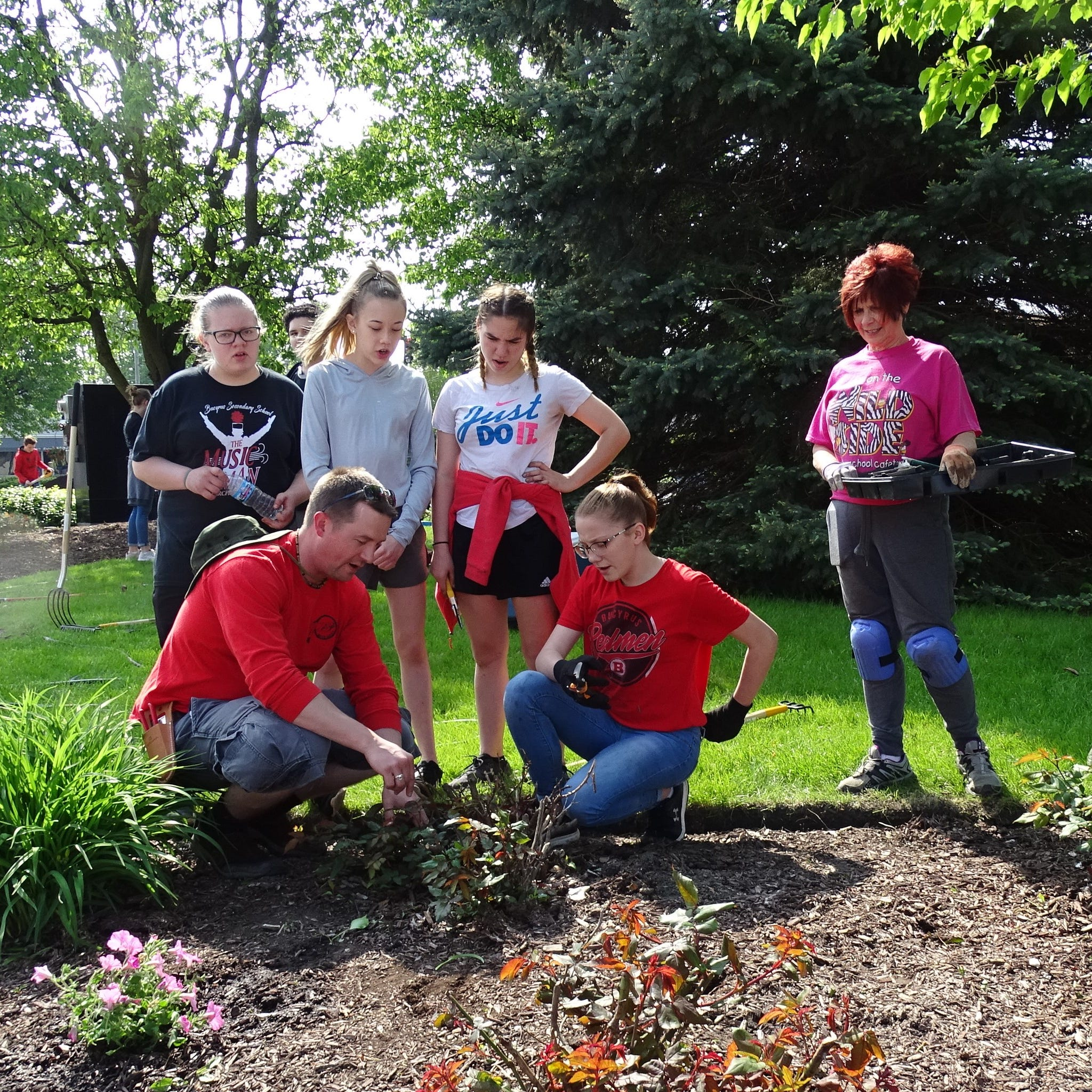 All squared away: Students help club members freshen up downtown landscaping