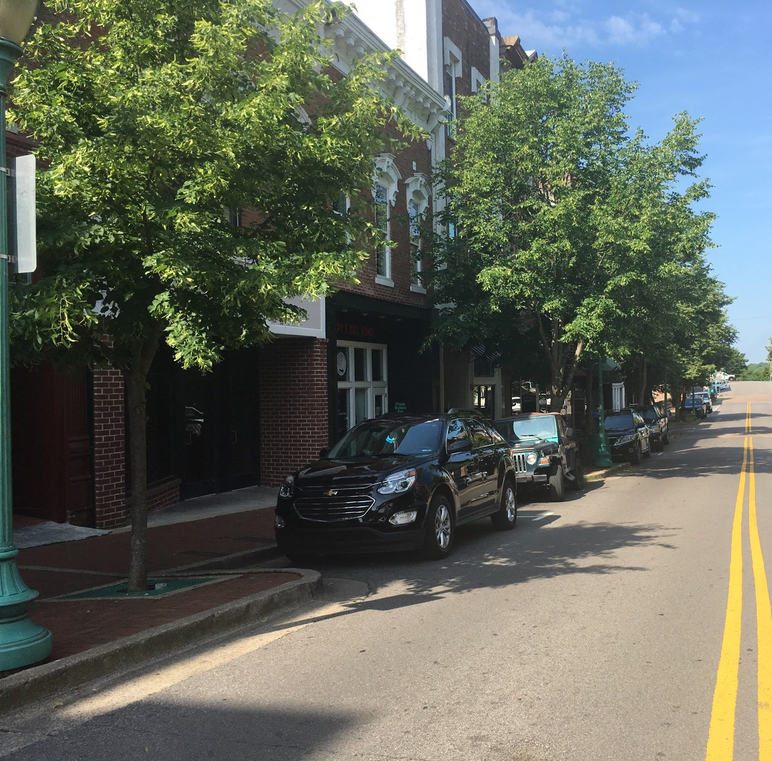 Clarksville city workers to remove and replace 30 trees downtown