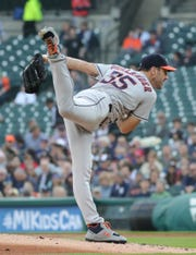 Justin Verlander held the Tigers to 2 hits in 7 innings.