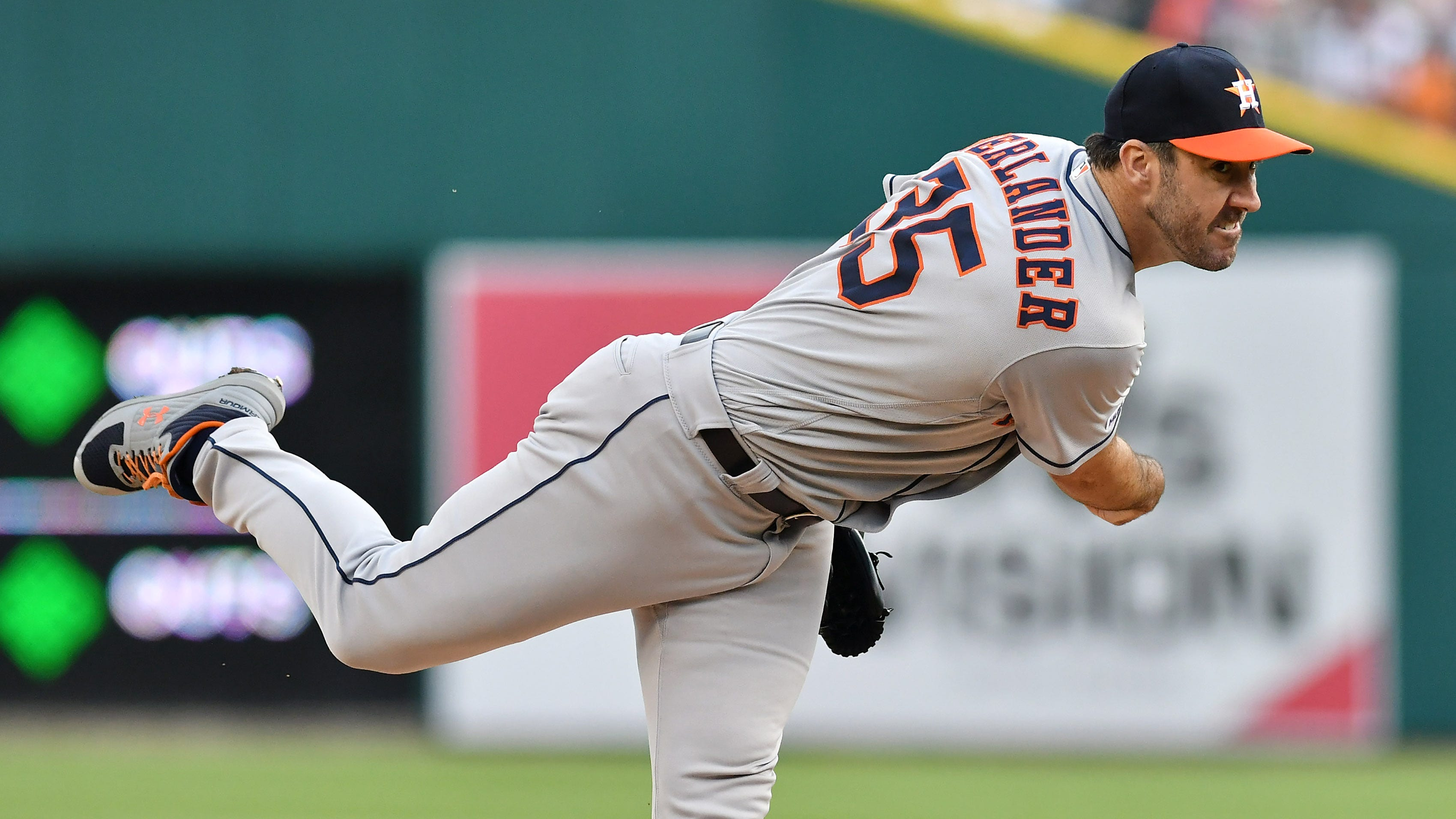 Just like old times: Verlander dazzles Tigers at Comerica Park