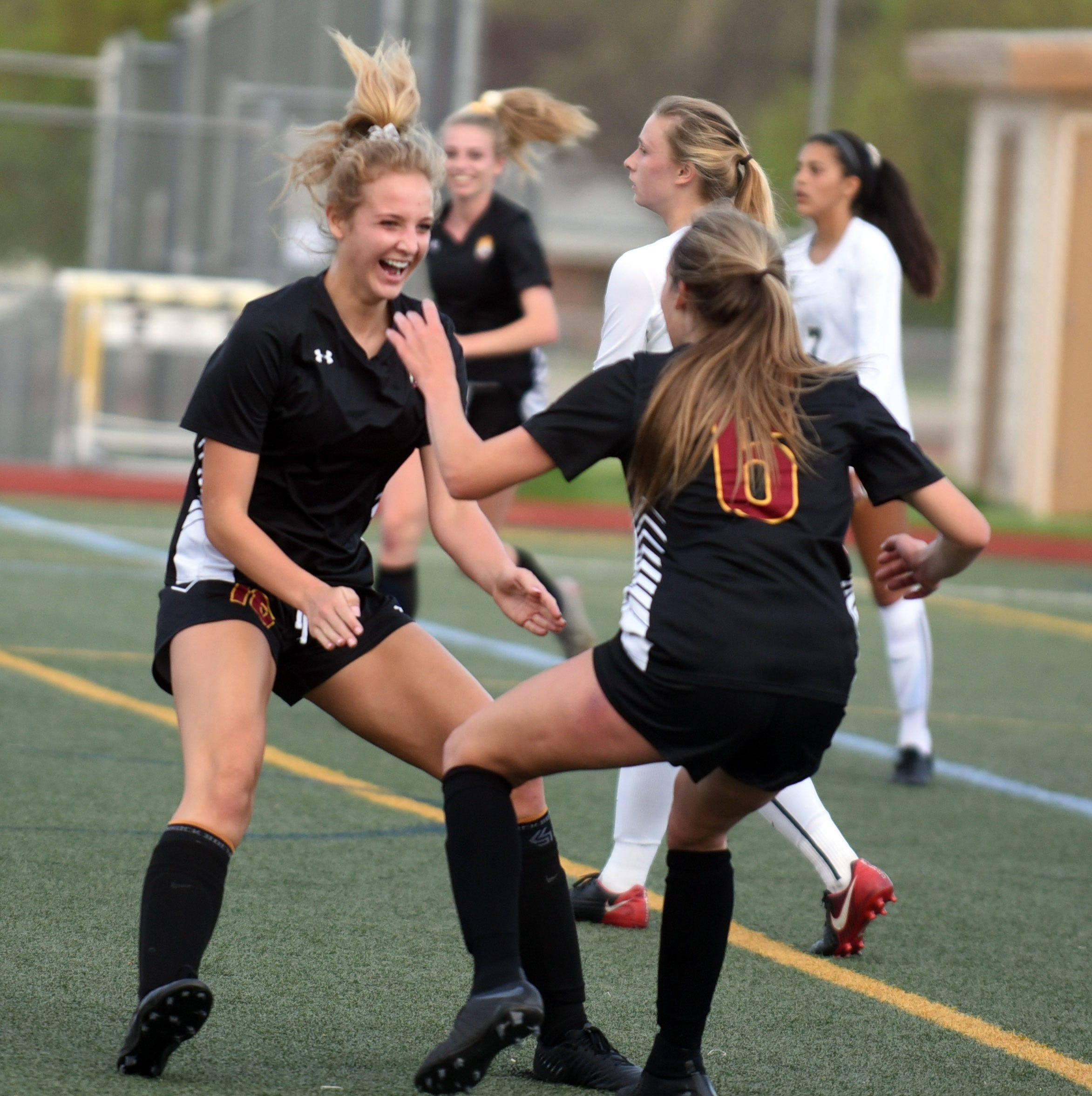 Rocky Mountain girls soccer team advances to Colorado state semifinals