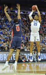 Kentucky forward P.J. Washington (25) shoots over Auburn forward Horace Spencer (0) in the NCAA tournament.