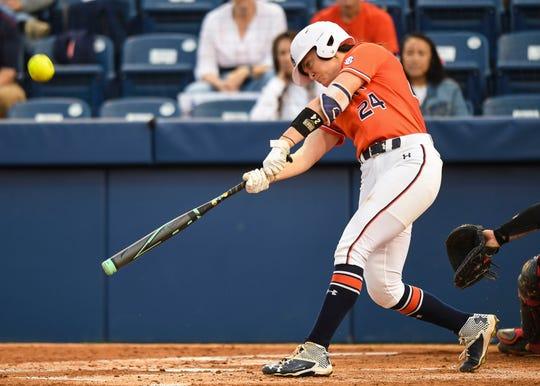 Auburn's Kendall Veach (24) bats against Georgia on Friday, March 29, 2019, in Auburn, Ala.