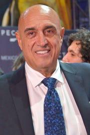El productor y director Pedro Torres, ve a Carlos Rivera como el sucesor de Luis Miguel.