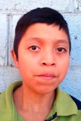 Esta foto muestra al niño Juan de León Gutiérrez, quien muriera tras ser detenido por el gobierno de EEUU.