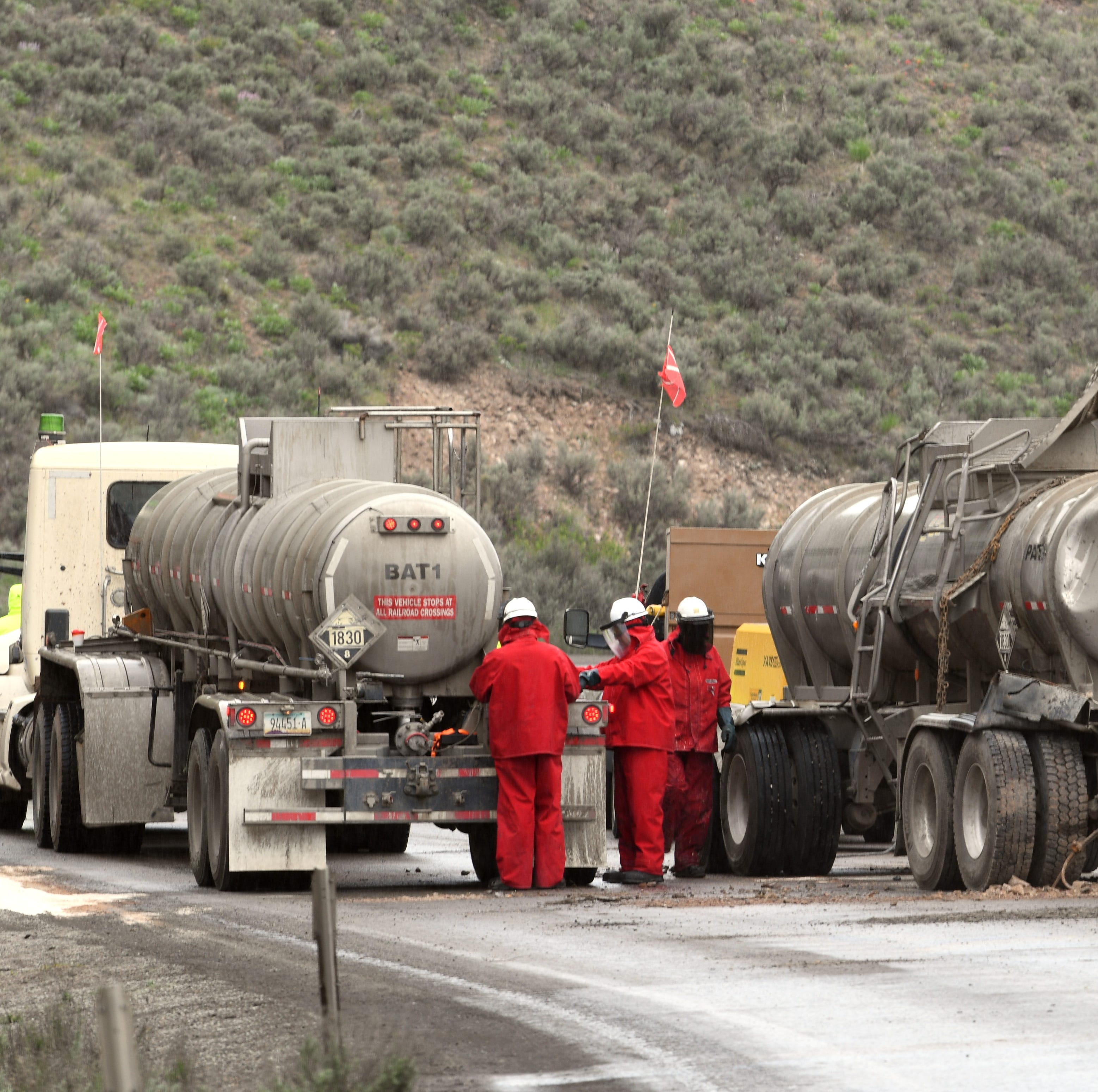 Tanker crash spills 3,000 gallons of sulfuric acid into Nevada creek