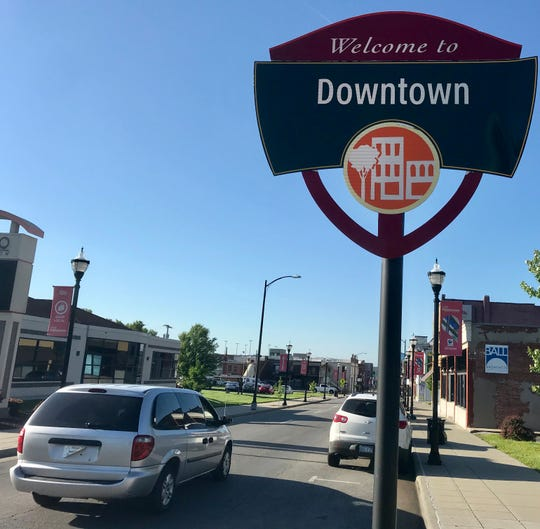 What are the boundaries of downtown Springfield? Looking north on South Campbell Avenue at Elm Street.