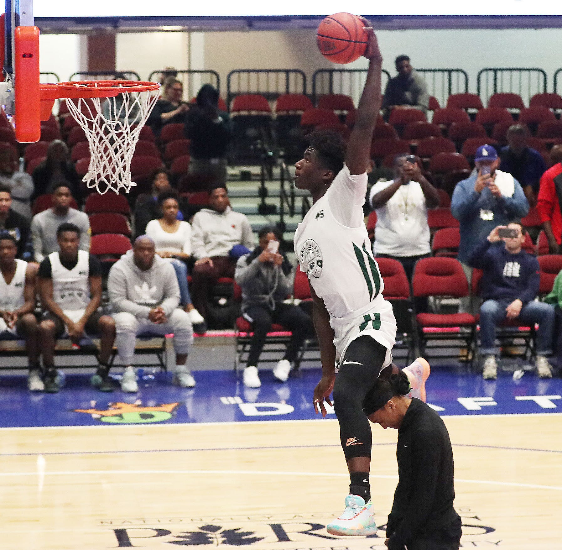 Basketball: Adrian Griffin Jr. and Aubrey Griffin team up at Frankie Williams Classic