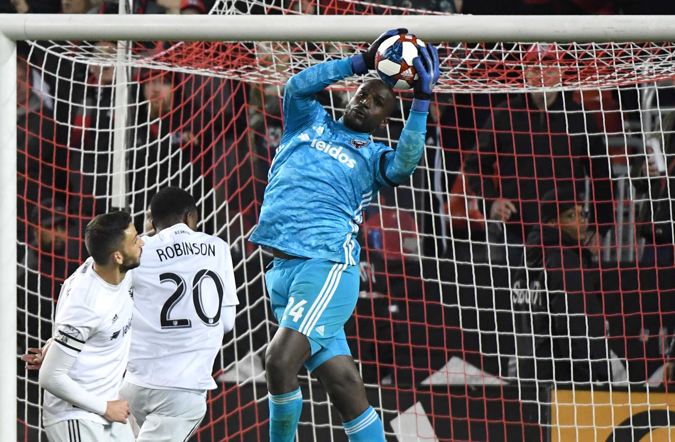 Toronto FC takes 35 shots on goal, but gets stonewalled by tenacious DC United defense