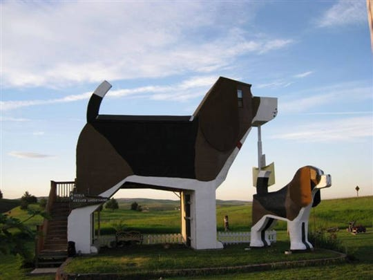 From the gigantic canine-shaped structure to the gift shop filled with wooden dog carvings, Dog Bark Park Inn B&B in Cottonwood, Idaho, is dedicated to all things Fido.