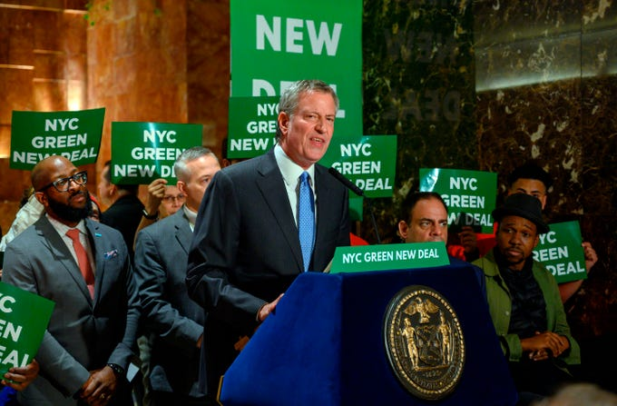 (FILES) In this file photo taken on May 12, 2019 ,New York City Mayor Bill de Blasio speaks inside Trump Tower about the Green New Deal, serving notice to US President Donald Trump demanding more energy-efficient buildings, including Trump Tower, in New York. - New York Mayor Bill de Blasio said on May 16, 2019, he will seek the 2020 Democratic presidential nomination, despite a panning by US media and polls which suggest he faces a tough fight. De Blasio becomes the 23rd prospective Democratic challenger to President Donald Trump.