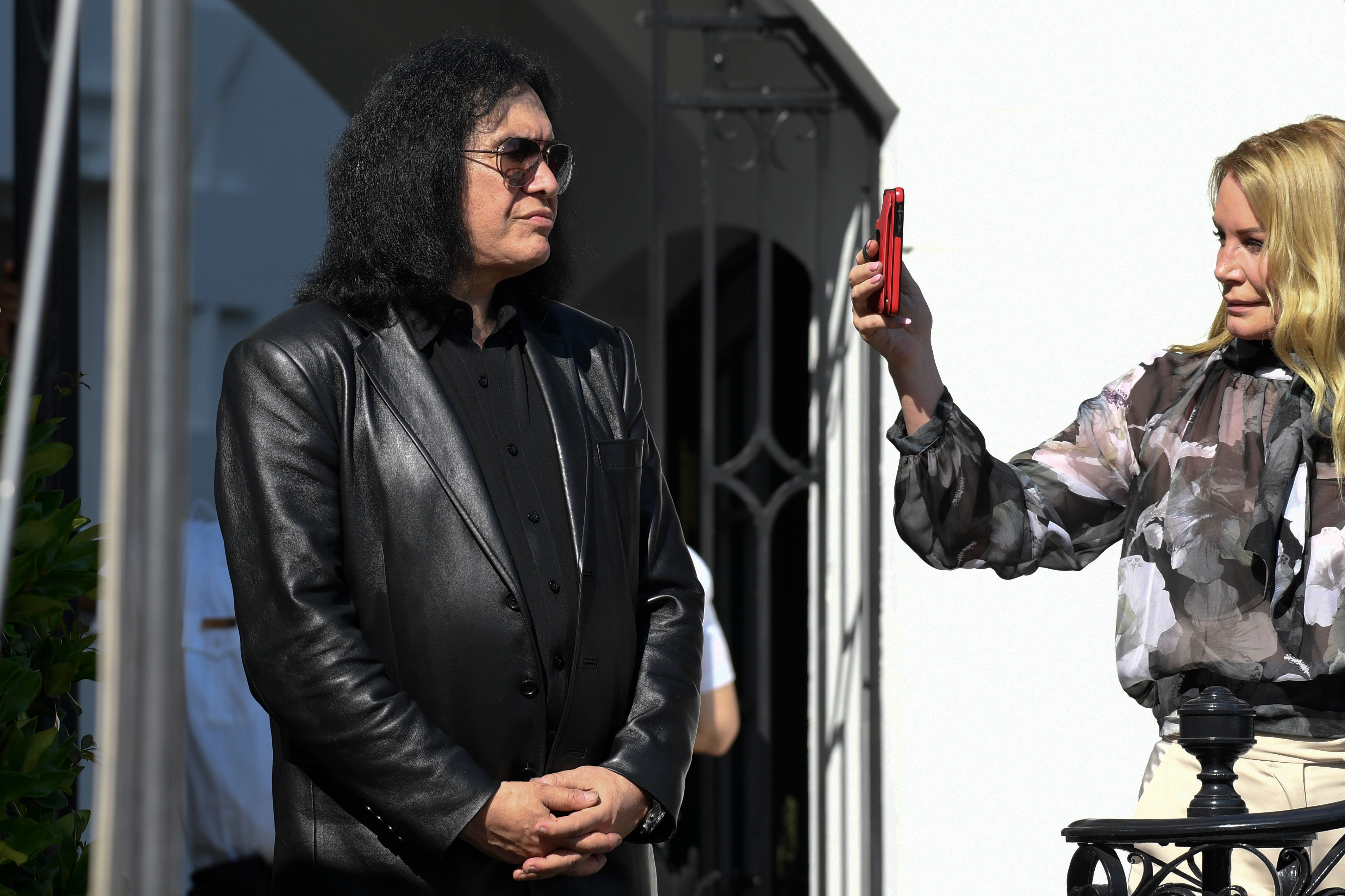 Gene Simmons makes a surprise visit to the White House and the Pentagon