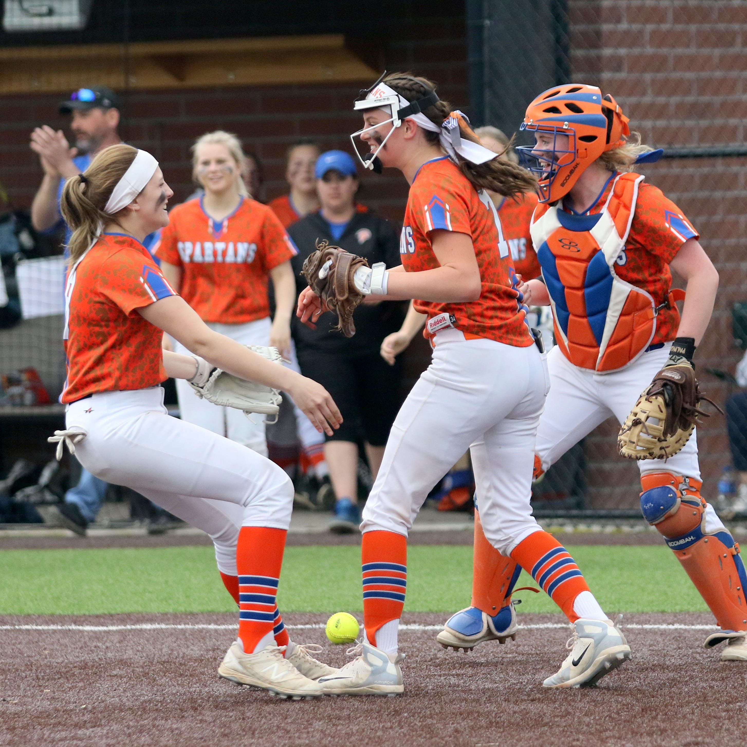 Edison avenges loss to Waverly, earns back-to-back IAC softball titles