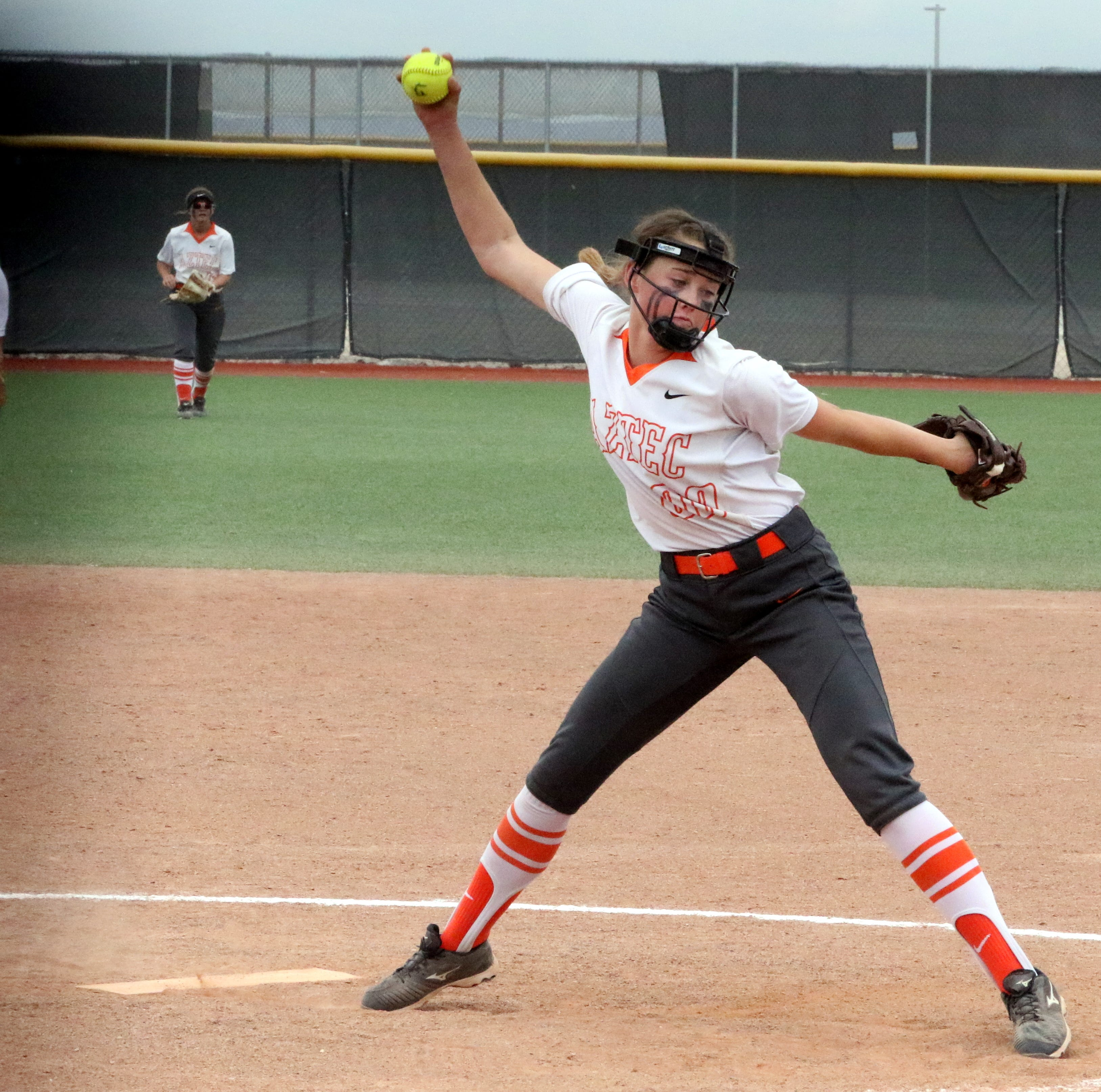 Larkins leads Lady Tigers to extra-inning win over Los Lunas