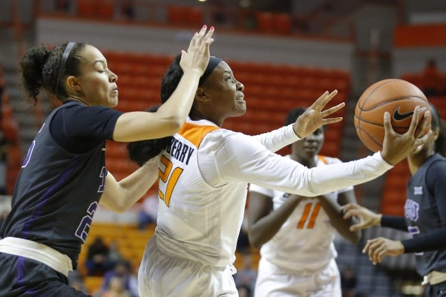 Oklahoma State's Ja'Mee Asberry (21) will lead the Cowgirls into action against Kansas at 4 p.m. Saturday in Lawrence. [Bryan Terry/The Oklahoman]