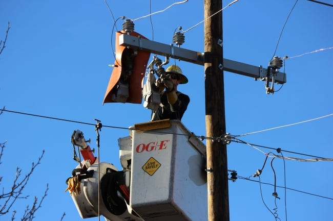 """A lineman for OG&E installs a """"TripSaver,"""" a device that attempts to restore an interrupted electric circuit without requiring a truck roll to correct the issue. [PROVIDED BY OKLAHOMA GAS & ELECTRIC CO.]"""