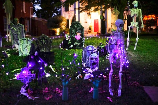 627 NW 38th St. Halloween yard decorations! Saturday, October 17, 2020. [Doug Hoke/The Oklahoman]