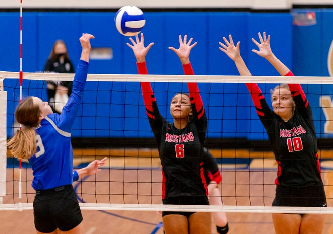 Mustang's Kiana Smith (6) and Ruby Kelley (10) try to block a hit by Deer Creek's Jenna Houk (3) during the high school state championship volleyball quarterfinals of the at Choctaw High School in Choctaw, Okla. on Monday, Oct. 19, 2020. [Chris Landsberger/The Oklahoman]