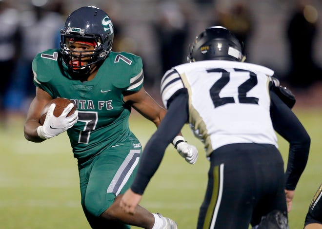 Edmond Santa Fe's Ethane Hyche gets by Broken Arrow's Lance Young during the high school football game between Edmond Santa Fe and Broken Arrow at Edmond Santa Fe in Edmond, Okla., Friday, Oct. 23, 2020. Photo by Sarah Phipps, The Oklahoman