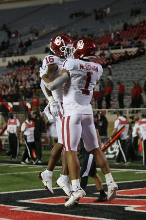 Seth McGowan (1) and Brian Darby (16) celebrate after an OU touchdown Saturday at Texas Tech. [Michael C. Johnson/USA TODAY Sports]