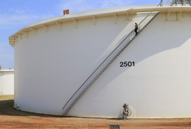A BlueKnight Energy oil storage tank at the company's storage hub in Cushing. [THE OKLAHOMAN ARCHIVES]