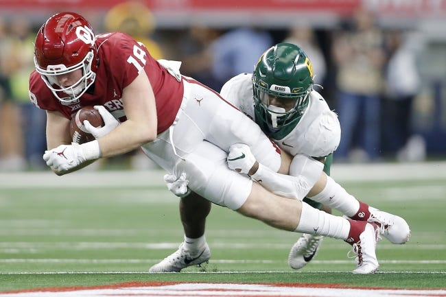 Oklahoma tight end Austin Stogner (18) is questionable for Saturday's Bedlam game against Oklahoma State in Norman. Stogner is the Sooners' second-leading receiver. [Bryan Terry/The Oklahoman]