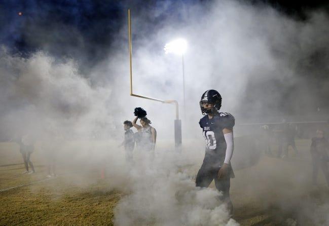 El Reno's Brayden Girard waits to run onto the field before the high school playoff football game between El Reno and Piedmont int El Reno, Okla., Friday, Nov. 20, 2020. [Sarah Phipps/The Oklahoman]