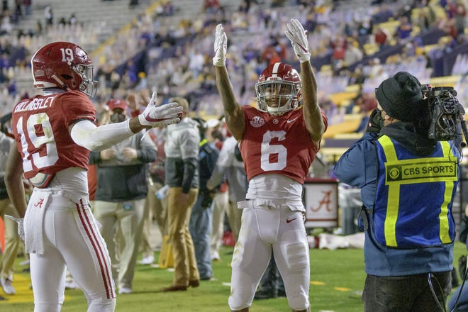 Alabama wide receiver DeVonta Smith (6) blows kisses to the stands after a touchdown in Saturday's night victory over LSU in Baton Rouge, La. [AP Photo/Matthew Hinton)