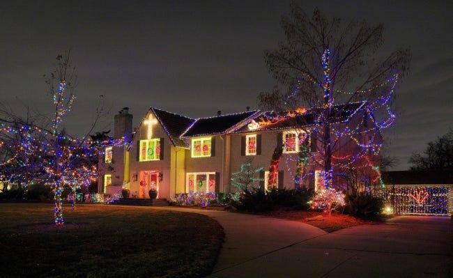 Christmas decorations at 1504 Drury Lane in Nichols Hills. [DOUG HOKE/THE OKLAHOMAN]