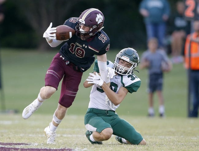 Cashion's Landon Lagasse makes a catch as Thomas's Caleb Rainwater defends during a game on Sept. 18. [Sarah Phipps/The Oklahoman]