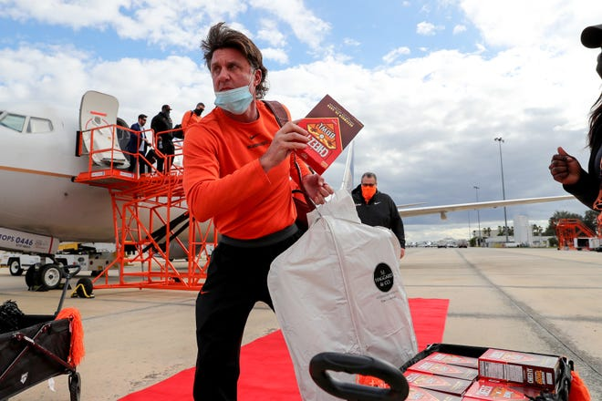 Oklahoma State football players and coaches arrive at MCO for tomorrow's Cheez-It Bowl against the Miami Hurricanes on Monday, December 28 in Orlando, Florida. Photo: Alex Menendez/FCSports