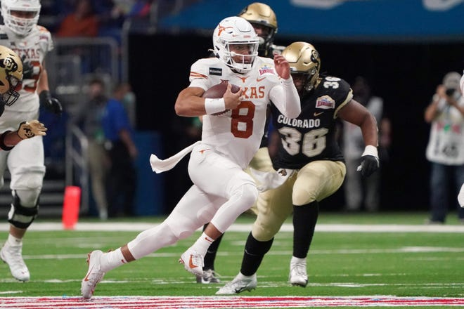 Texas quarterback Casey Thompson (8) carries the ball against Colorado in the third quarter of a 55-23 win Tuesday in the Alamo Bowl in San Antonio. [Kirby Lee/USA TODAY Sports]