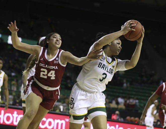 Baylor guard Trinity Oliver, right, pulls in a loose ball over Oklahoma guard Skylar Vann, left, in the first half of an 84-61 win Saturday in Waco, Texas. [Rod Aydelotte/Waco Tribune-Herald via AP]