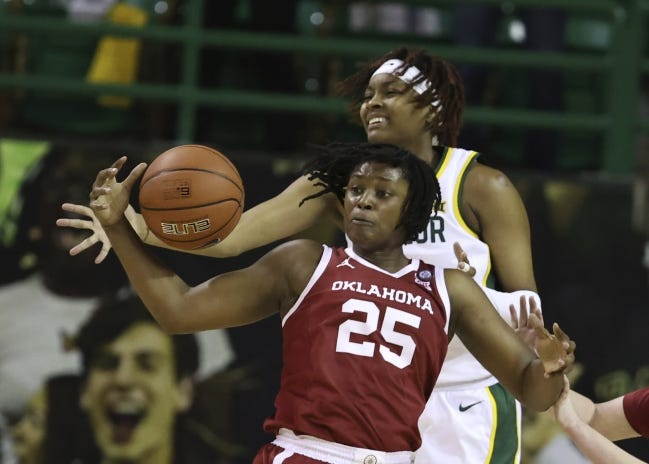Oklahoma guard Madi Williams grabs a loose ball over Baylor forward NaLyssa Smith in the first half of the Bears' 84-61 win Saturday in Waco, Texas. [Rod Aydelotte/Waco Tribune-Herald via AP]