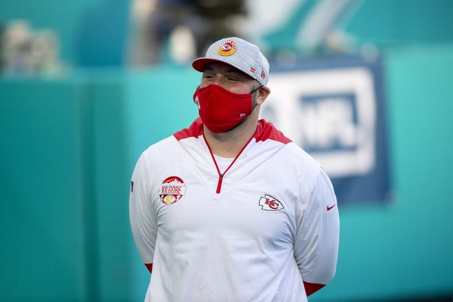 Chiefs center Daniel Kilgore (67) wears a mask as he warms up on the field before facing the Dolphins on Dec. 13 in Miami Gardens, Fla. [AP Photo/Doug Murray]