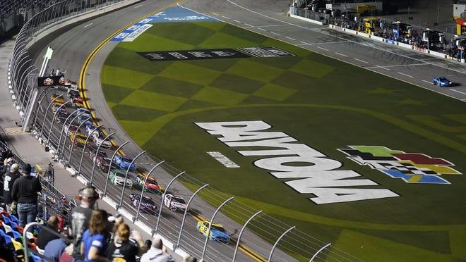 Drivers take the green flag to start the NASCAR Daytona Clash auto race Tuesday at Daytona International Speedway in Daytona Beach, Fla. [AP Photo/Chris O'Meara]