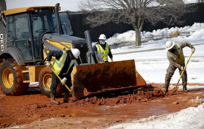 Crews work on a water line at NW 73 and May Avenue in Oklahoma City, Friday, Feb. 19, 2021. [Sarah Phipps/The Oklahoman]