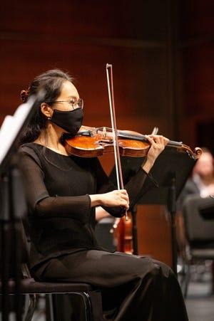 Oklahoma City Philharmonic violinist Sophia Ro performs in concert. [Photo provided]