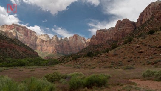 'I'm too afraid to move!' Journalist rescues panicked hiker at Zion National Park