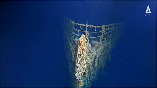 The first manned dive to the Titanic in 14 years found a wreck in 'shocking' decay. The photos are spooky