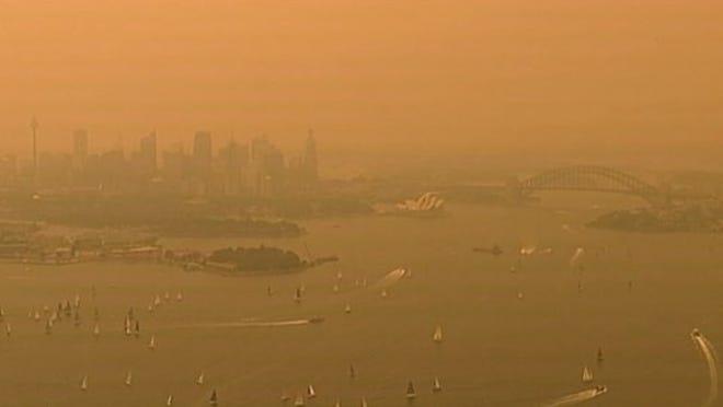 Sydney smoke: Australia fires engulf city in thick haze