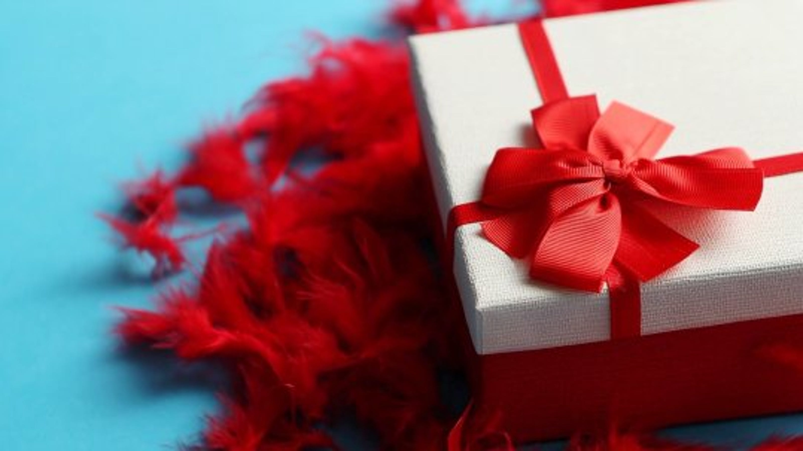 How Much Spend Wedding Gift: How Much Should You Spend On A Wedding Gift?