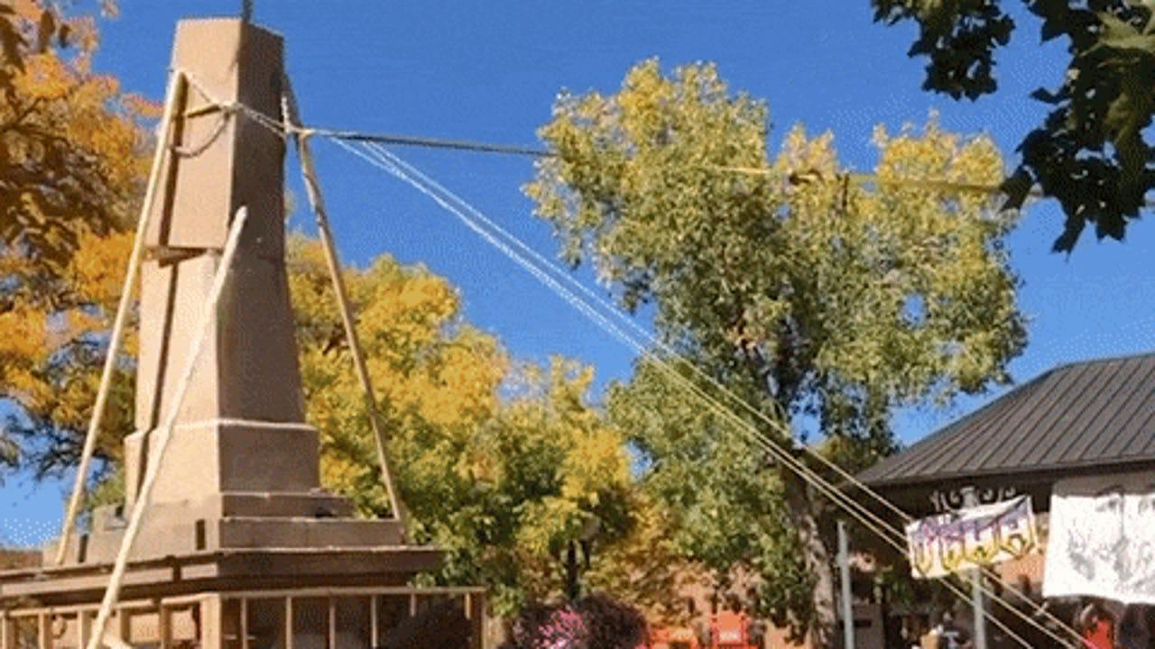 Protesters Pull Down Civil War Obelisk In Santa Fe New Mexico