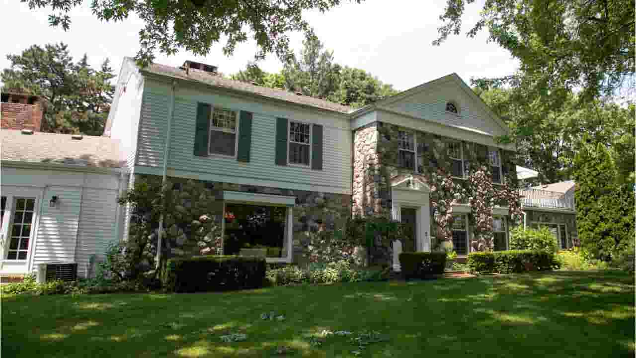 6,500-square-foot Troy farmhouse is in meticulous condition