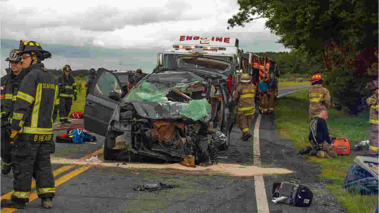 Head-on crash in Georgetown kills man