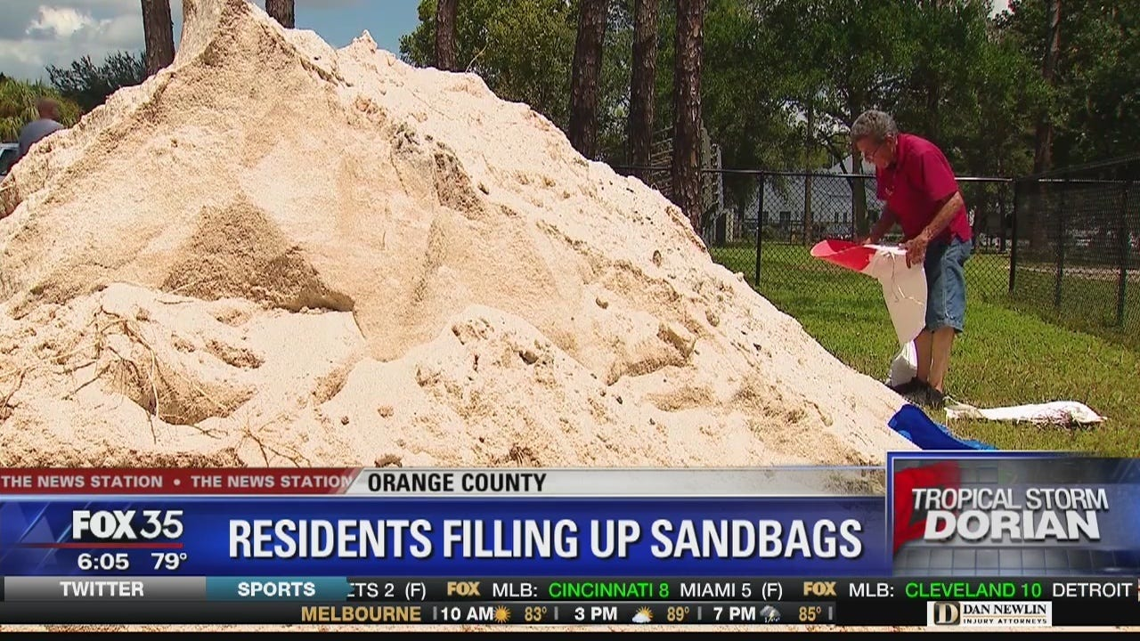 Florida residents fill up sandbags ahead of Dorian
