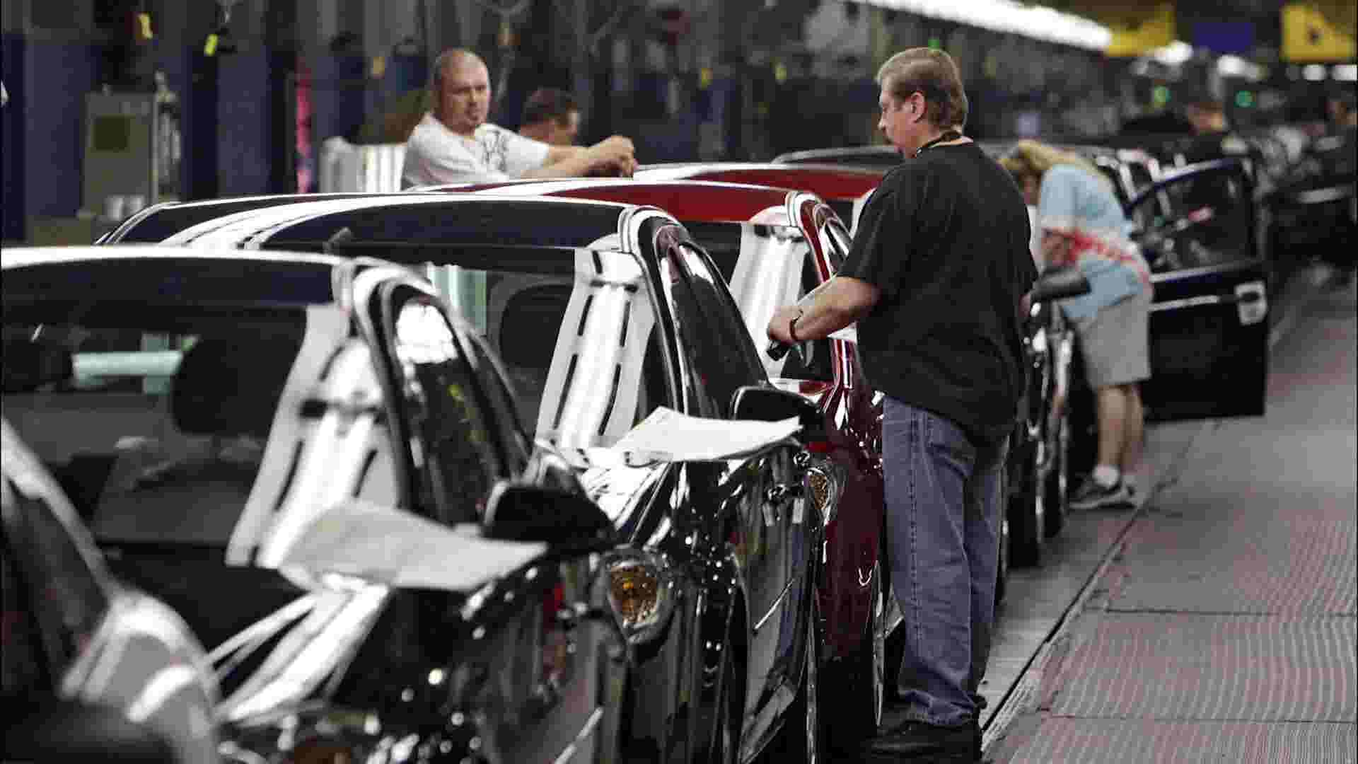 GM workers to strike amid contract negotiation